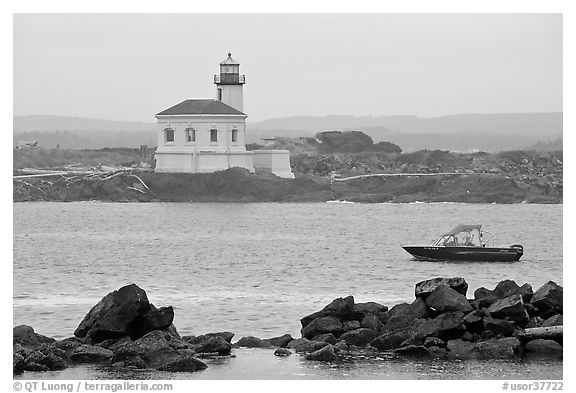 Coquille River lighthouse. Bandon, Oregon, USA (black and white)
