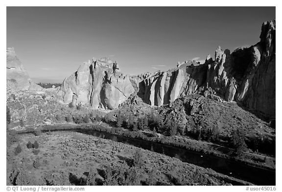 Crooked River and Dihedrals. Smith Rock State Park, Oregon, USA (black and white)