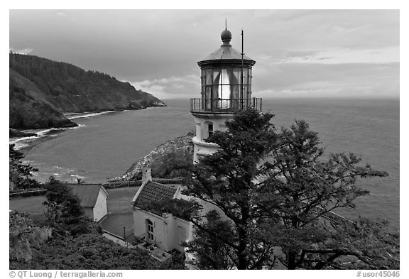 Heceta Head lighthouse and coastline. Oregon, USA (black and white)