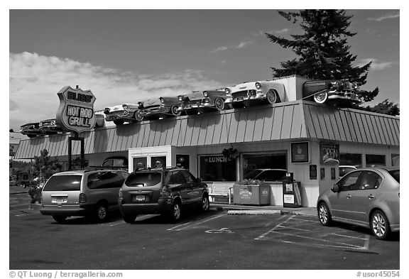 Hot Rod Grill, Florence. Oregon, USA (black and white)