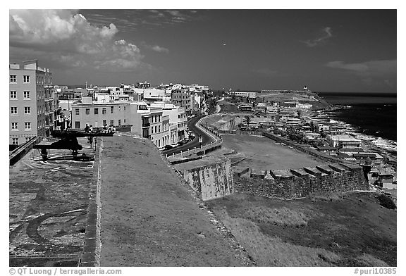 Street and El Morro Fortress. San Juan, Puerto Rico (black and white)