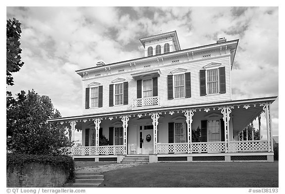 House with porch all around. Montgomery, Alabama, USA (black and white)