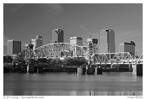 Downtown skyline and Arkansas River, early morning. Little Rock, Arkansas, USA (black and white)