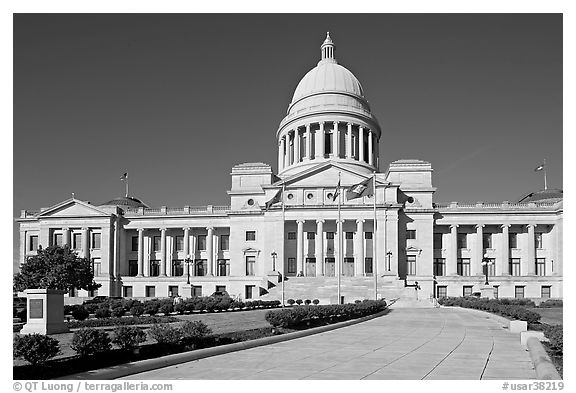 Walkway leading to the Arkansas Capitol. Little Rock, Arkansas, USA (black and white)