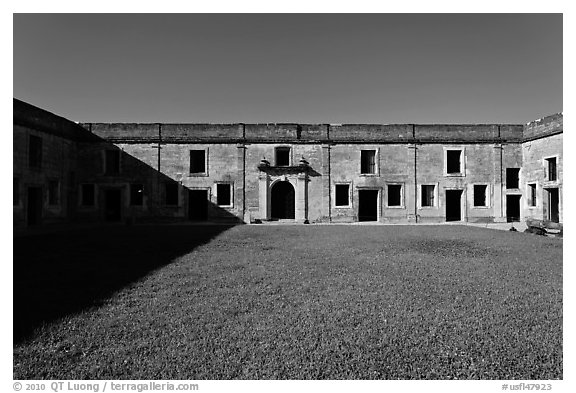 Interior courtyard, Castillo de San Marcos National Monument. St Augustine, Florida, USA (black and white)