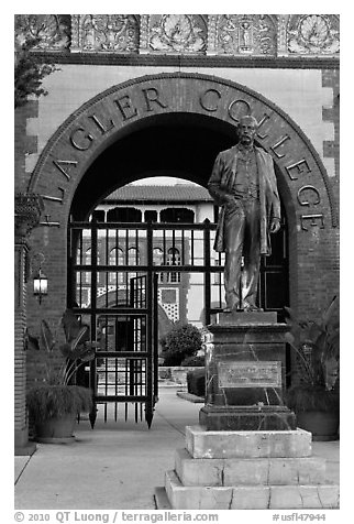 Statue of Henry Flagler and entrance to Flagler College. St Augustine, Florida, USA