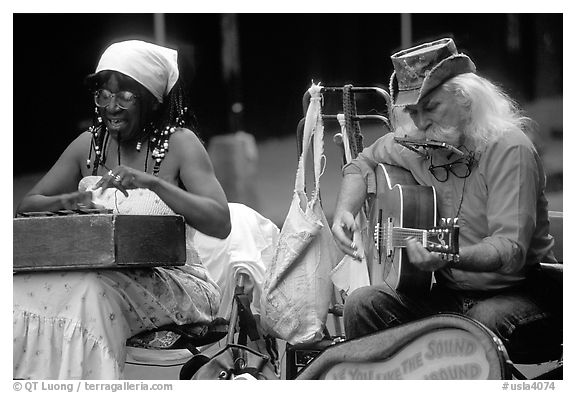 Black and white picture photo street musicians french quarter new orleans louisiana usa