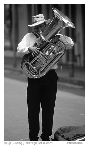 Street Musician, French Quarter. New Orleans, Louisiana, USA (black and white)
