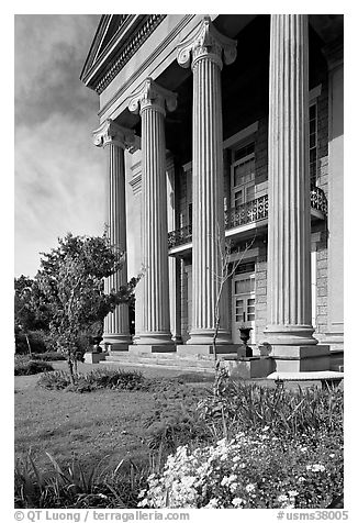 Columns on side of old courthouse museum. Vicksburg, Mississippi, USA