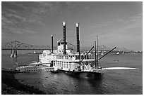 Riverboat and bridge over the Mississippi River. Natchez, Mississippi, USA (black and white)