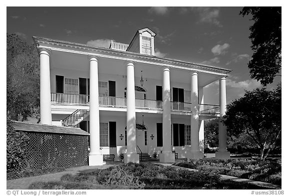 Rosalie house in Georgian style. Natchez, Mississippi, USA (black and white)