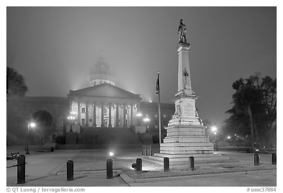 Monument to Confederate soldiers and state capitol at night. Columbia, South Carolina, USA (black and white)
