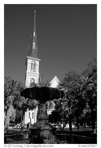 Fountain on Marion Square and church. Charleston, South Carolina, USA (black and white)