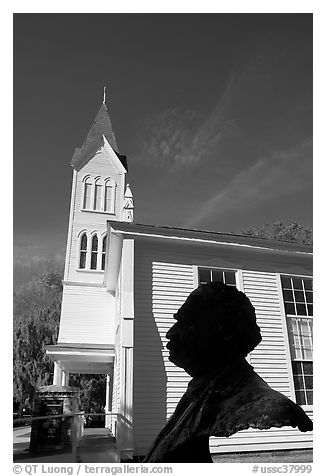 Robert Smalls bust and Tabernacle Baptist Church. Beaufort, South Carolina, USA (black and white)