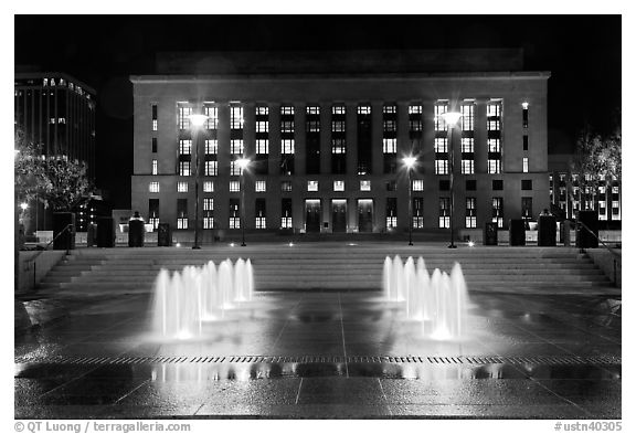 Courthouse and city hall by night. Nashville, Tennessee, USA (black and white)