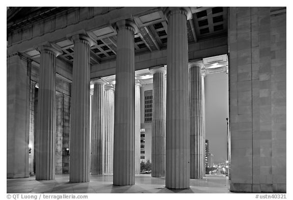 Columns of War memorial by night. Nashville, Tennessee, USA (black and white)