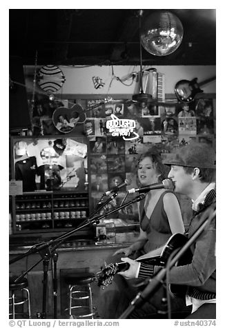 Man and woman singing country music at Tootsie Orchid Lounge. Nashville, Tennessee, USA (black and white)