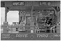 Bonnie's drive-through convenience store. Arizona, USA (black and white)