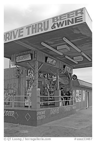 Drive-through beer and wine store. Arizona, USA (black and white)
