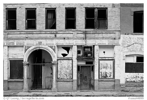 Boarded up storefront, Clifton. Arizona, USA (black and white)
