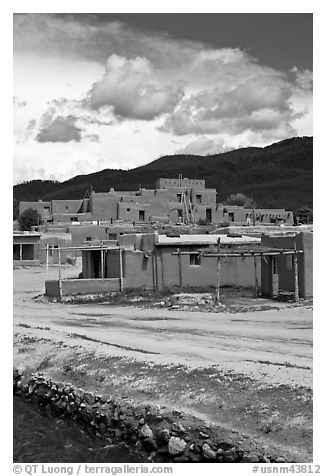 Pueblo dwellings. Taos, New Mexico, USA (black and white)