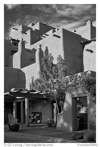 Loreto Inn Entrance. Santa Fe, New Mexico, USA (black and white)