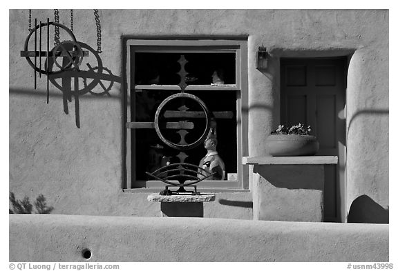 Canyon road art gallery detail. Santa Fe, New Mexico, USA (black and white)