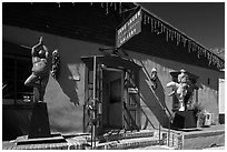 Art gallery with ristras and sculptures. Santa Fe, New Mexico, USA (black and white)