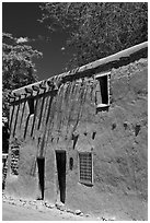Casa Vieja de Analco. Santa Fe, New Mexico, USA (black and white)