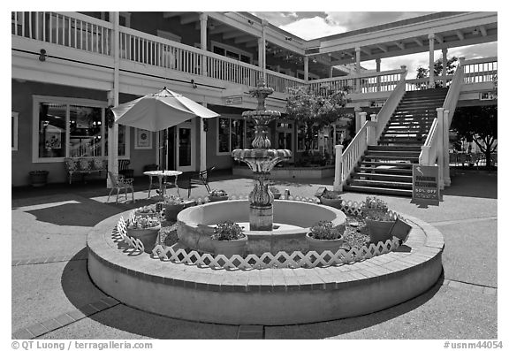 Fountain in shopping area, old town. Albuquerque, New Mexico, USA (black and white)
