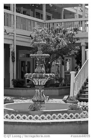 Fountain and white guardrails, old town. Albuquerque, New Mexico, USA (black and white)