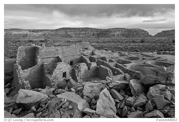 Great house, Pueblo Bonito. Chaco Culture National Historic Park, New Mexico, USA (black and white)