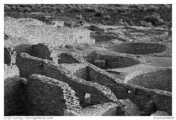Rooms and kivas, Pueblo Bonito. Chaco Culture National Historic Park, New Mexico, USA
