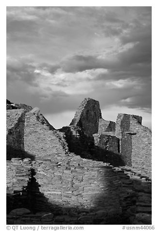 Last light on ruined walls, Pueblo Bonito. Chaco Culture National Historic Park, New Mexico, USA (black and white)