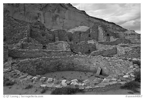 Kiva and multi-storied roomblocks, Pueblo Bonito. Chaco Culture National Historic Park, New Mexico, USA