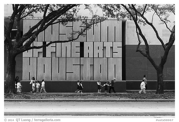 Children strolling in front of Museum of Fine Arts. Houston, Texas, USA (black and white)