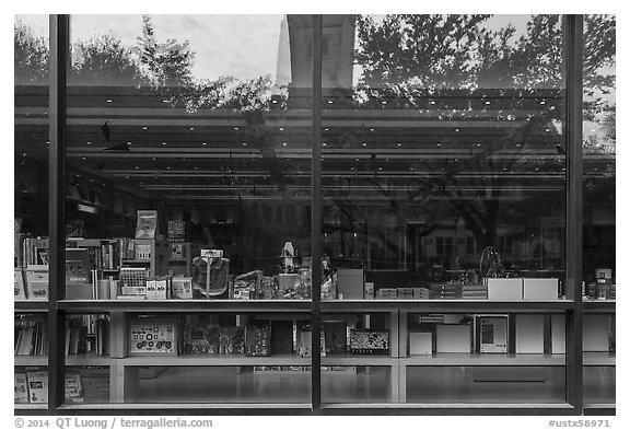 Museum store window reflections. Houston, Texas, USA (black and white)