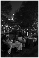 Riverside dinning on the Riverwalk. San Antonio, Texas, USA ( black and white)