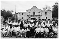 School group poses in front of the Alamo. San Antonio, Texas, USA ( black and white)