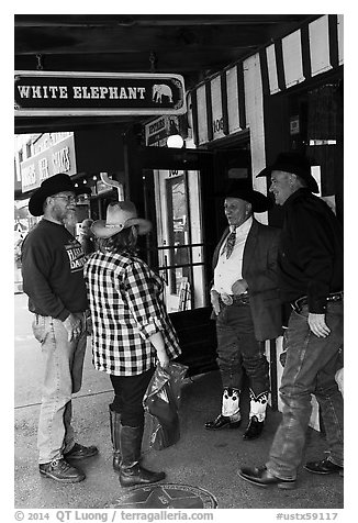 Group in front of White Elephant bar. Fort Worth, Texas, USA (black and white)