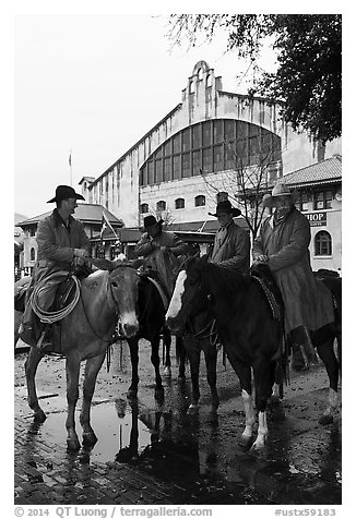 Cowboys in raincoats in front of Cowtown coliseum. Fort Worth, Texas, USA (black and white)