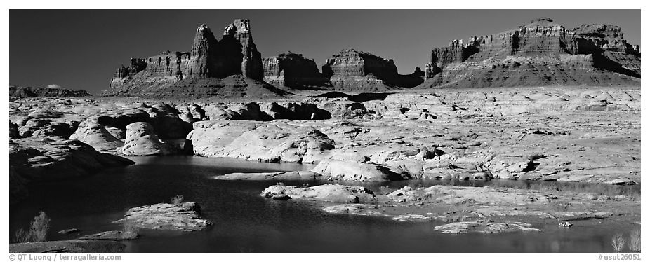 Lake Powell and cliffs, Glen Canyon National Recreation Area, Arizona. USA (black and white)