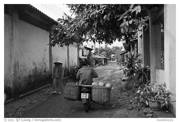 Side alley, Duong Dong. Phu Quoc Island, Vietnam (black and white)
