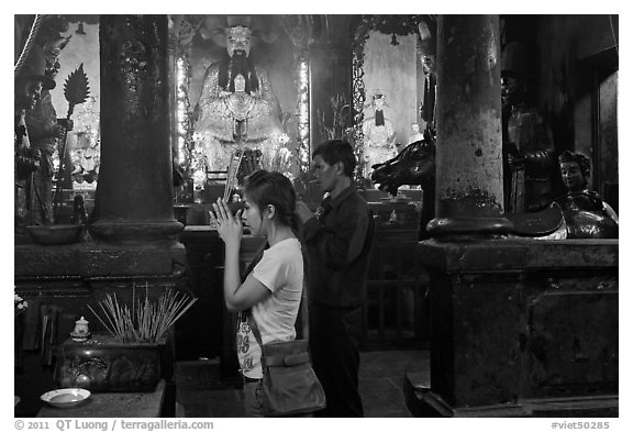 Couple worshipping Thang Hoang, Chua Ngoc Hoang pagoda, District 3. Ho Chi Minh City, Vietnam (black and white)