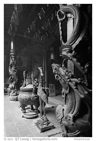 Pillars wrapped in dragons, Ha Chuong Hoi Quan Pagoda. Cholon, District 5, Ho Chi Minh City, Vietnam (black and white)