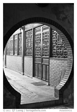 Circular door, Ha Chuong Hoi Quan Pagoda. Cholon, District 5, Ho Chi Minh City, Vietnam (black and white)