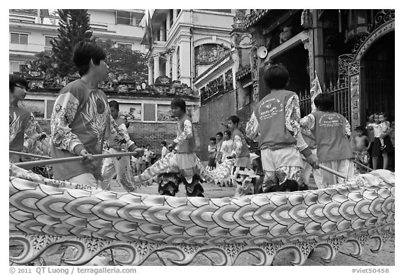 Dancers animating dragon, Thien Hau Pagoda, district 5. Cholon, District 5, Ho Chi Minh City, Vietnam (black and white)