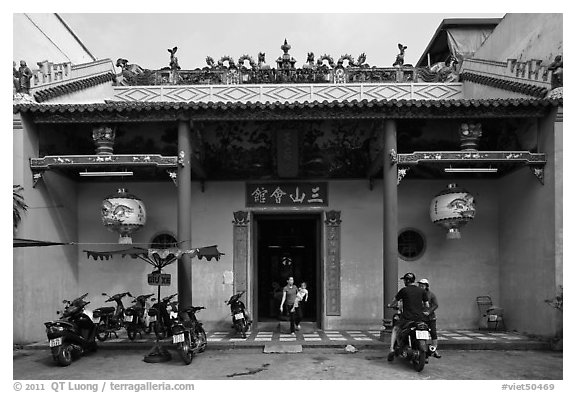 Facade, Tam Son Hoi Quan Pagoda. Cholon, District 5, Ho Chi Minh City, Vietnam (black and white)