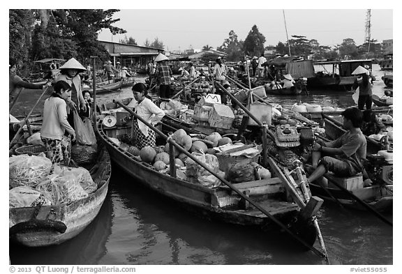 Produce transaction on Phung Diem floating market. Can Tho, Vietnam (black and white)