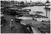 Riverside market. Sa Dec, Vietnam (black and white)